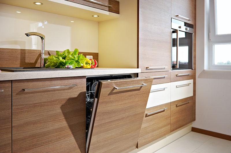 Życie biurowe nie ogranicza się do biurka Kuchnia w pomieszczeniach biurowych   -> Kuchnia Wspólczesna Funkcjonalna I Ze Smakiem