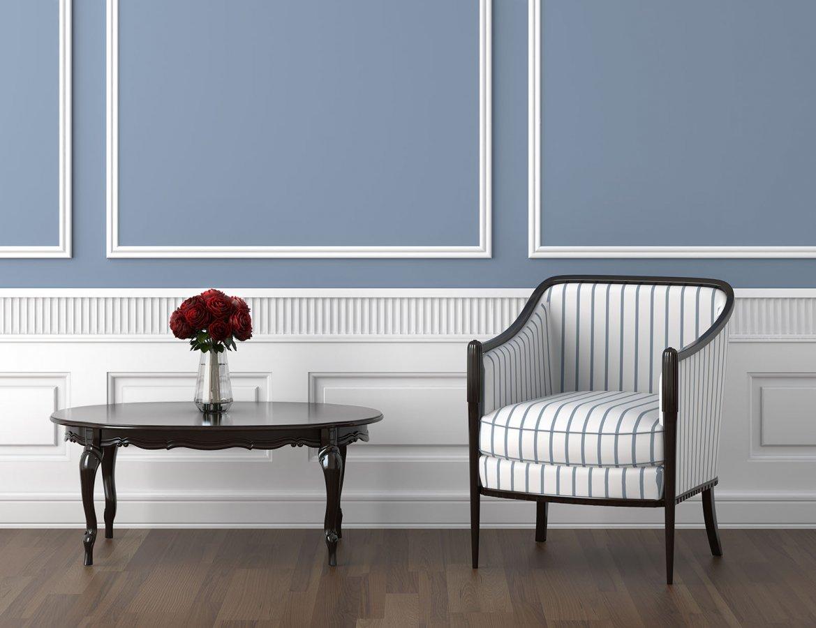 Biała sztukateria w salonie